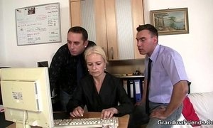 Two dudes share old blonde in the office xVideos
