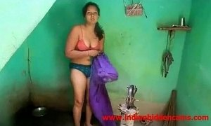 Newly Married Indian Wife Outdoor Shower - xxxmilf.pro xVideos