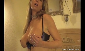 MILF Wants Her Own Orgasm xVideos