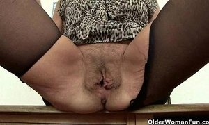 British granny Amanda Degas has hot solo sex xVideos