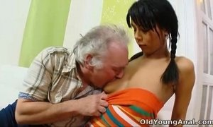 Kim had sex with old guy for fixing her car xVideos