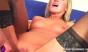 Sexy Blonde Gilf Teasing Pussy Fingering xVideos