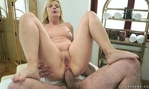 Older woman enjoys massage and anal sex xVideos