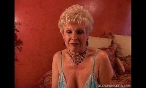 Jewel is a juicy old spunker who loves the taste of cum xVideos