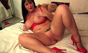 Chubby milf brunette in sexy red lipstick