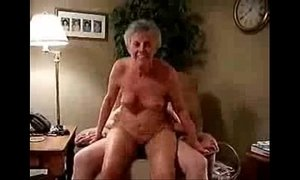 This horny granny still loves to be fucked. xVideos