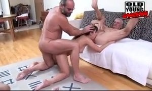 Pissisng gangbang xVideos
