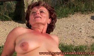 Granny hottie loves outdoor fucking xVideos