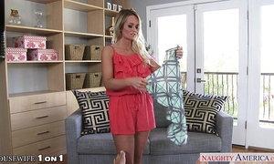 Sexy housewife Emily Austin fucking xVideos