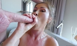 Seductive juggy bitch Kianna Dior gives a great pov blowjob AnySex