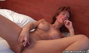 Sultry grandma Nina probes her old pussy with a dildo xVideos